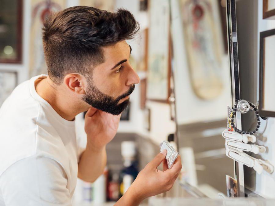 Cura della barba con prodotti Bullfrog
