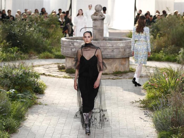 Chanel, l'eleganza austera di un giardino d'abbazia