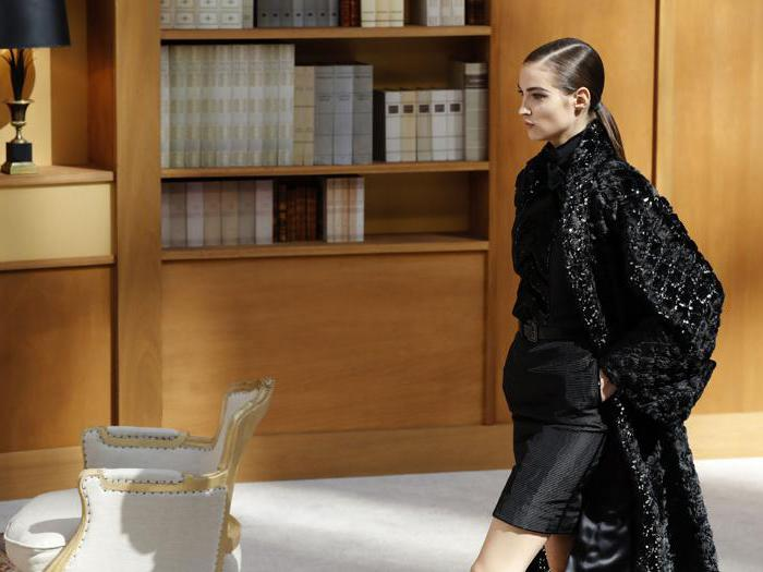 Chanel, una rinnovata eleganza immersa fra i libri