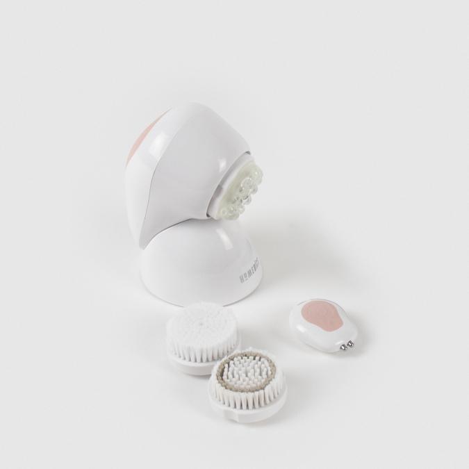 HoMedics Pureté+, un sistema completo che analizza la pelle e costruisce una skin care personalizzata grazie ad un'app. L'apparecchio è fornito di tre testine per la detergenza, l'esfoliazione e il massaggio.