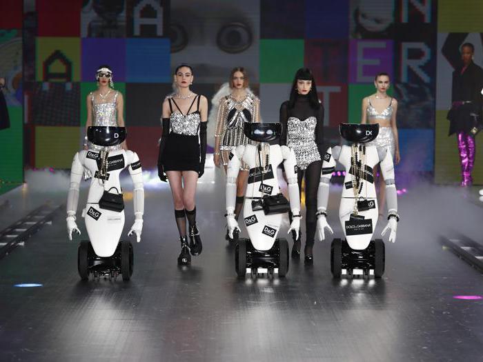 Dolce & Gabbana, viaggio negli anni Novanta insieme ai robot