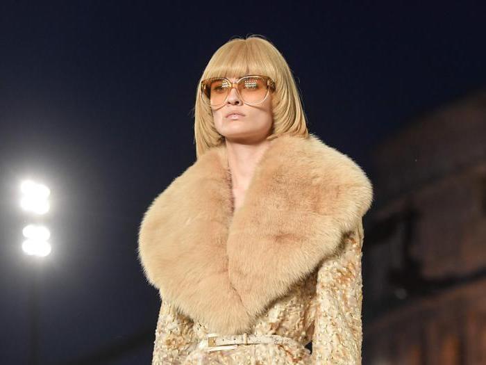 Fendi, una sfilata couture come omaggio a Roma e a Karl Lagerfeld