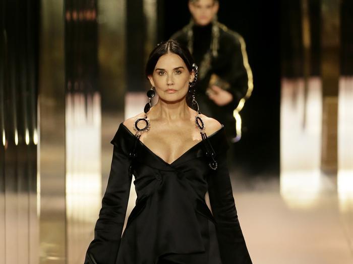 Per Fendi sfilano alla Borsa di Parigi Naomi, Kate Moss e Demi Moore