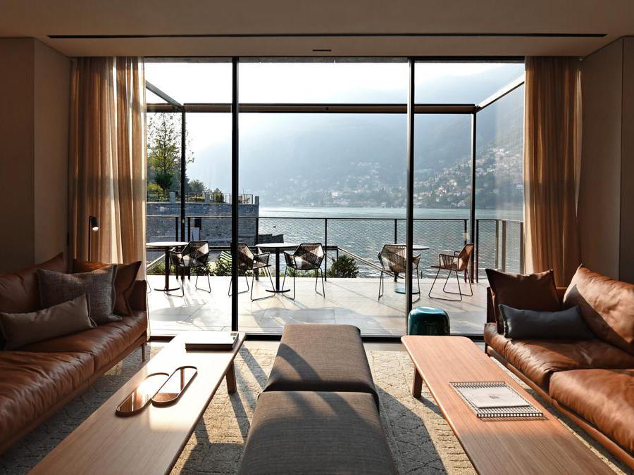 Il Sereno è stato inaugurato nel 2016 a Torno, sul Lago di Como. Ha 30 suite con pareti vetrate e terrazze vista lago