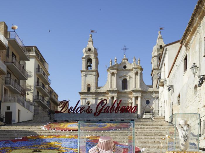 L'alta gioielleria di Dolce&Gabbana sfila nella Valle dei templi