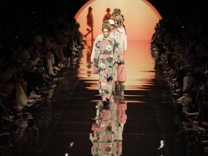 La sfilata Fendi per la primavera 2020, la prima dopo l'era Lagerfeld