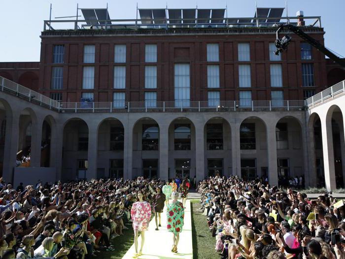 Pizzo, tweed, forme overzise: così Msgm festeggia in passerella il decimo anniversario
