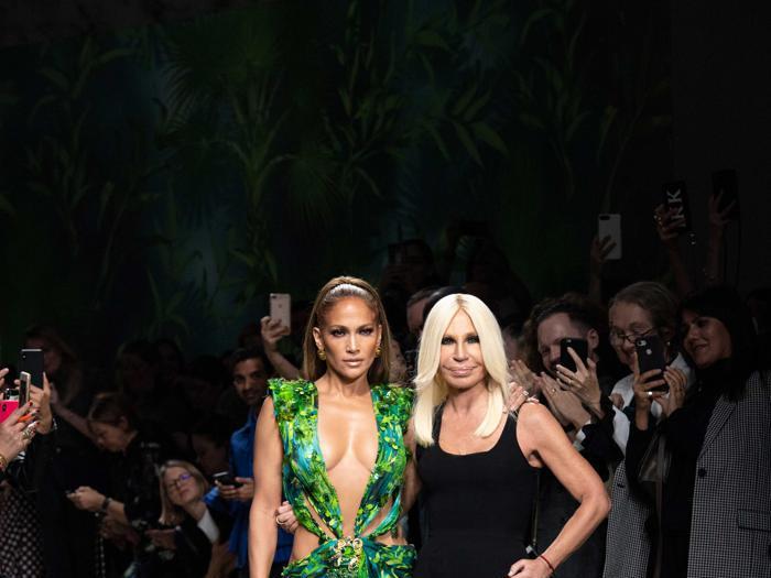 Milano moda donna: Jennifer Lopez è tornata sulla passerella di Versace