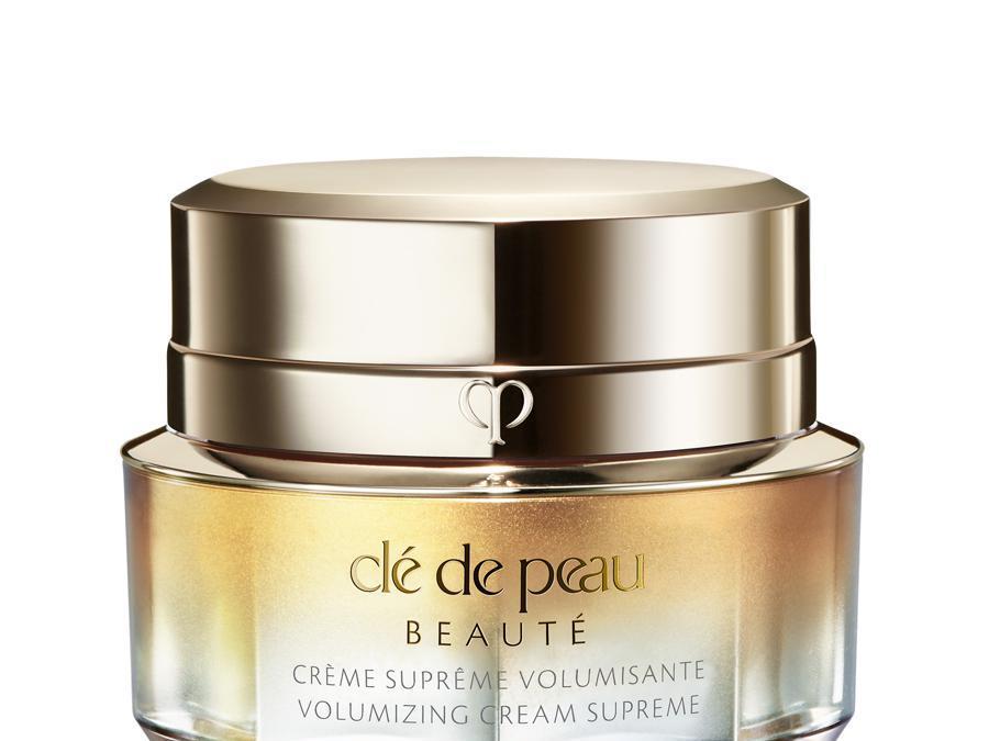 Clé de Peau Beauté Shiseido Volumizing Cream Supreme, per dare volume e compattezza alla pelle grazie a un pool di attivi super performanti. Nella formula il potente Cushioning Plumpifier Complex che lavora per sostenere la rete interna della pelle