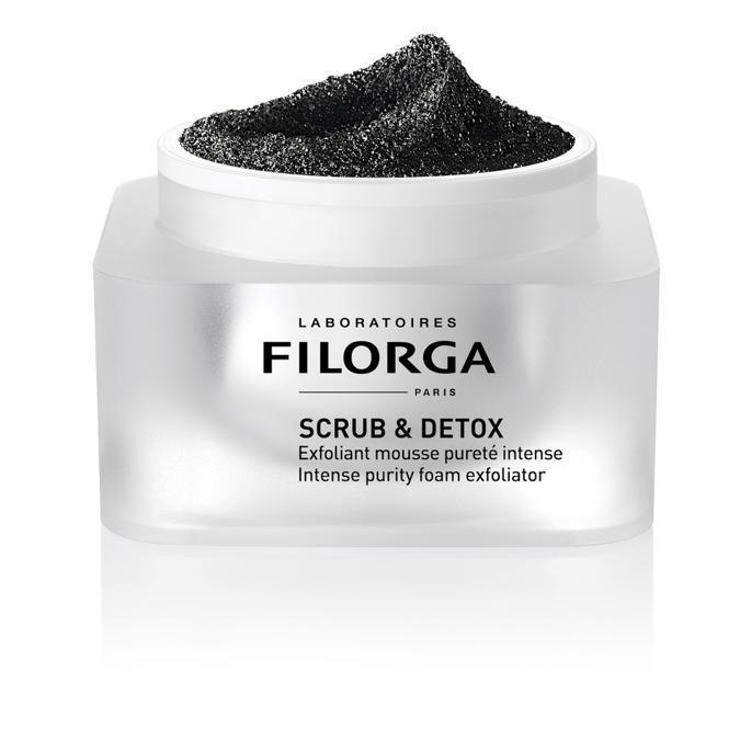 Scrub&Detox Mask di Filorga. Scrub al carbone attivo efficace in 5 minuti con una doppia azione: effetto pelle nuova ed effetto purificante. Perfetto per combattere le aggressioni dell'inquinamento e il colorito spento