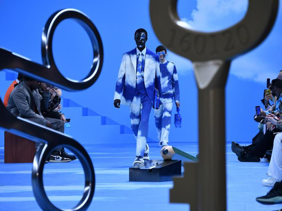 Models present a creation by Louis Vuitton, during the men's Fall/Winter 2020/2021 collection fashion show in Paris on January 16, 2020. (Photo by Anne-Christine POUJOULAT / AFP)
