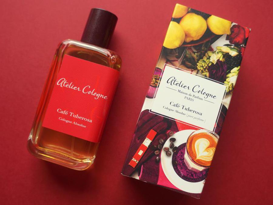Atelier Cologne Cafè Tuberosa. Una fragranza magnetica dove l'accordo di caffè espresso si sposa con la sensuale tuberosa.