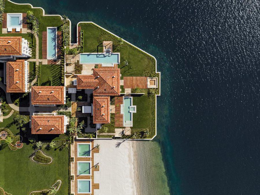One&Only Portnovi, nella regione di Kotor, Patrimonio Unesco. Ha aperto il 1° maggio, con 123 camere, suite, ville e case di proprietà