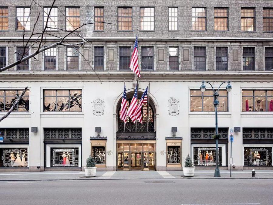 La storica sede di Lord  Taylor a New York ha chiuso un anno fa, ma ora torna in versione pop up (e molto ridotta) a SoHo (fino al 24 dicembre)