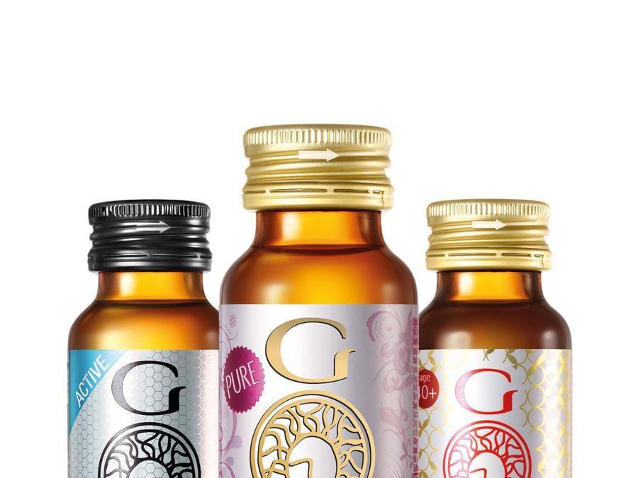 """Gold Collagen Minerva Research Labs. Esistono tre formule di questi integratori liquidi: """"Pure"""" per migliorare l'elasticità della pelle, """"Forte"""" per attenuare rughe e lassità, """"Active"""" per sostenere muscoli e articolazioni. Vanno assunti al mattino per circa due mesi."""