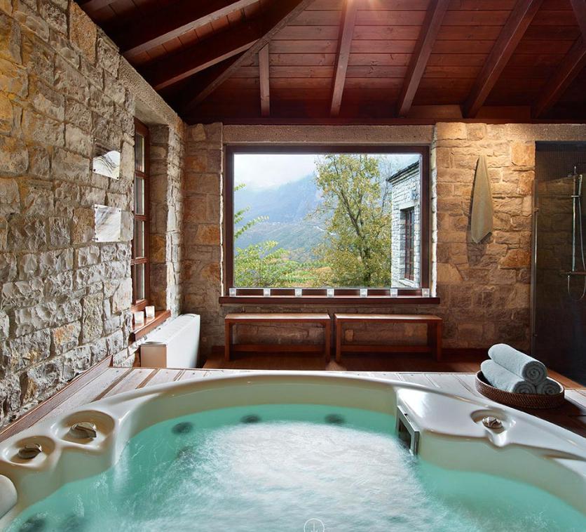 Aristi Mountain Resort  Villas- Grecia. Un'area della Spa
