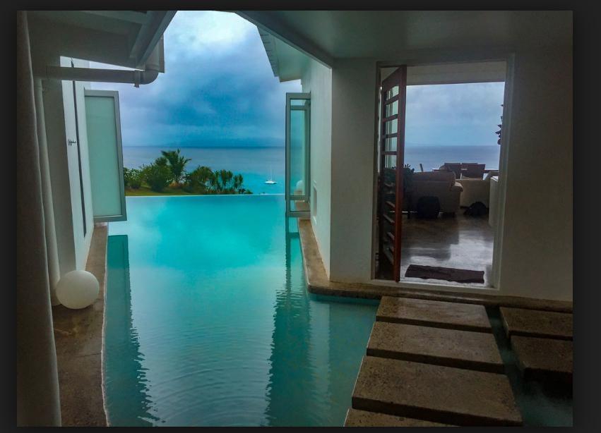 Vacala Bay Resort- Fiji. La piscina che collega i vari ambienti