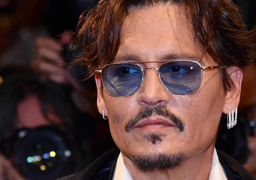 Gli orecchini di Johnny Depp sono le Safety pins di Anita Ko Diamonds