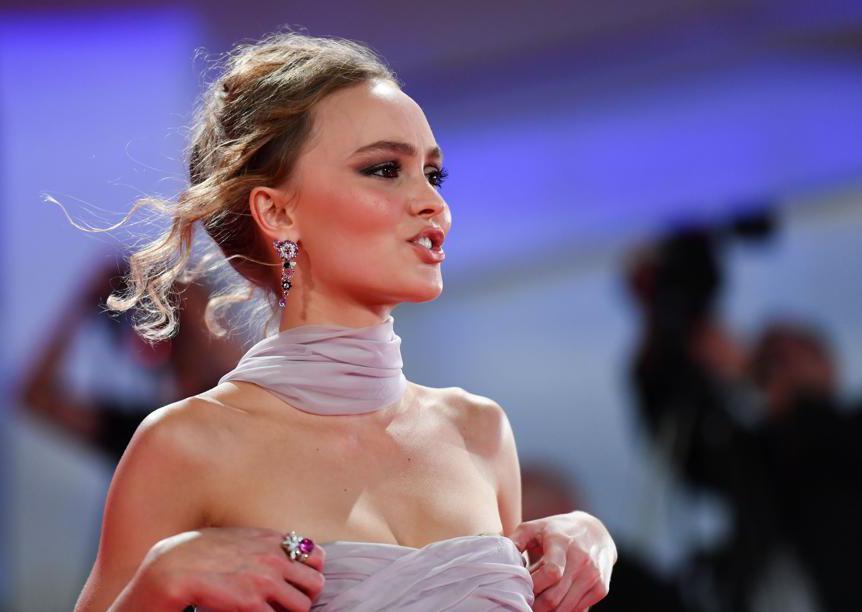 Lily Rose Depp ha indossato gioielli Chanel