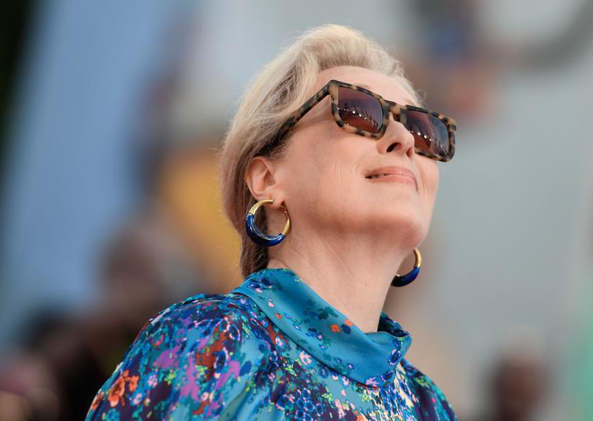 Meryl Streep con orecchini di Dinosaur Design