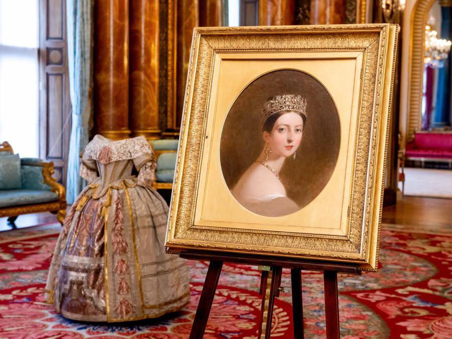 Il ritratto di Thomas Sully e il costume indossato per il Ballo degli Stuart (credit Royal Collection Trust - Her Majesty Queen Elizabeth II 2019)