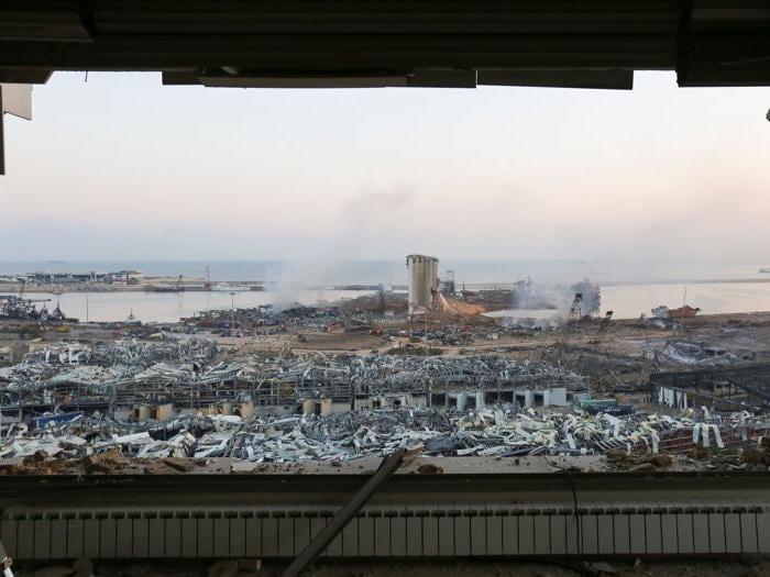 Beirut, due forti esplosioni devastano la zona del porto