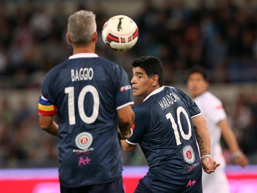 Diego Armando Maradona (destra) e  Roberto Baggio,  1 Settembre  2014. ANSA/ALESSANDRO DI MEO