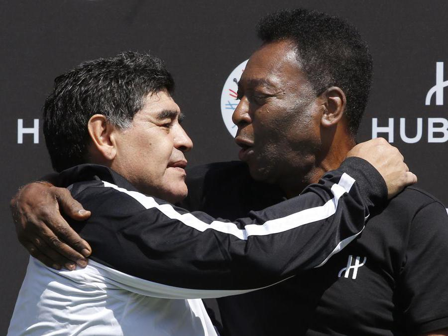 9 giugno 2016,  Diego Armando Maradona  e Pelè. (Photo by PATRICK KOVARIK / AFP)