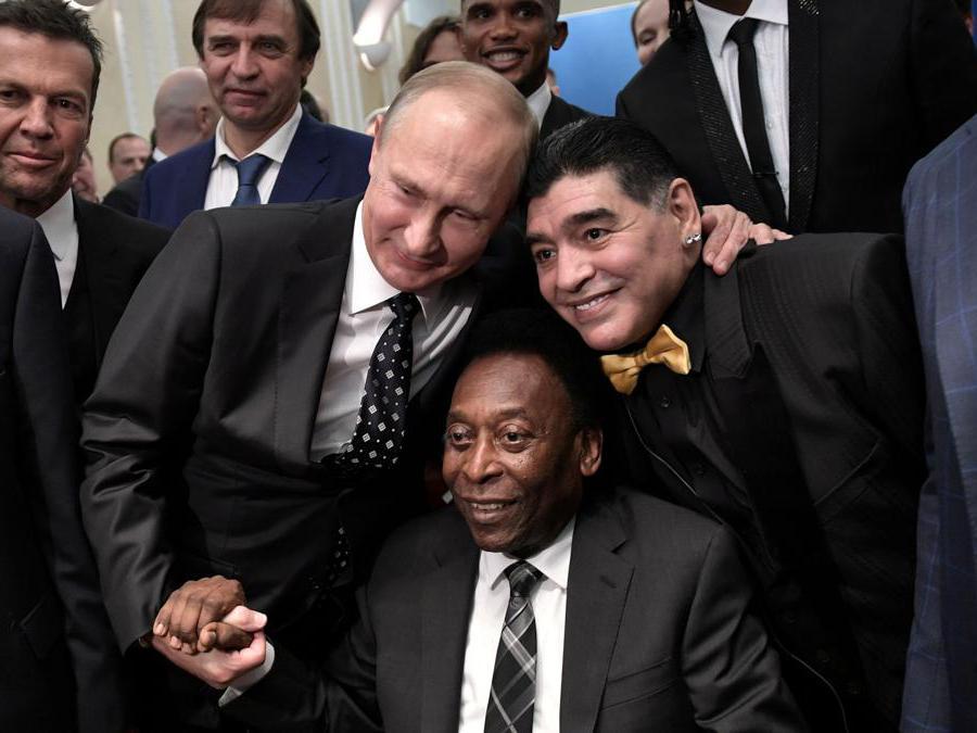 Dicembre 2017. Vladimir Putin, Pelè e Maradona . Sputnik/Alexey Nikolsky/Kremlin via REUTERS