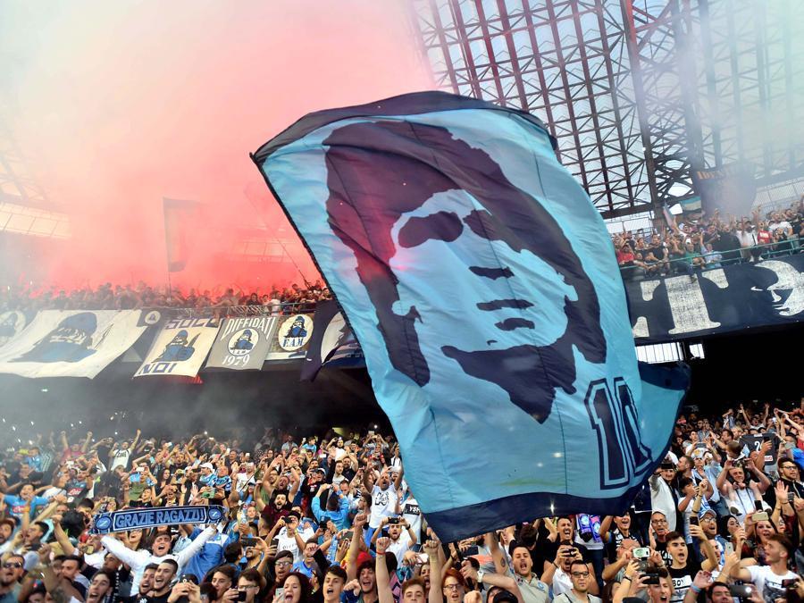 Foto IPP/Felice De Martino.  Napoli 20/05/2018 Calcio Campionato italiano serie A 2017/2018 Napoli - Crotone Nella foto: bandiera di Maradona sventola tra i tifos