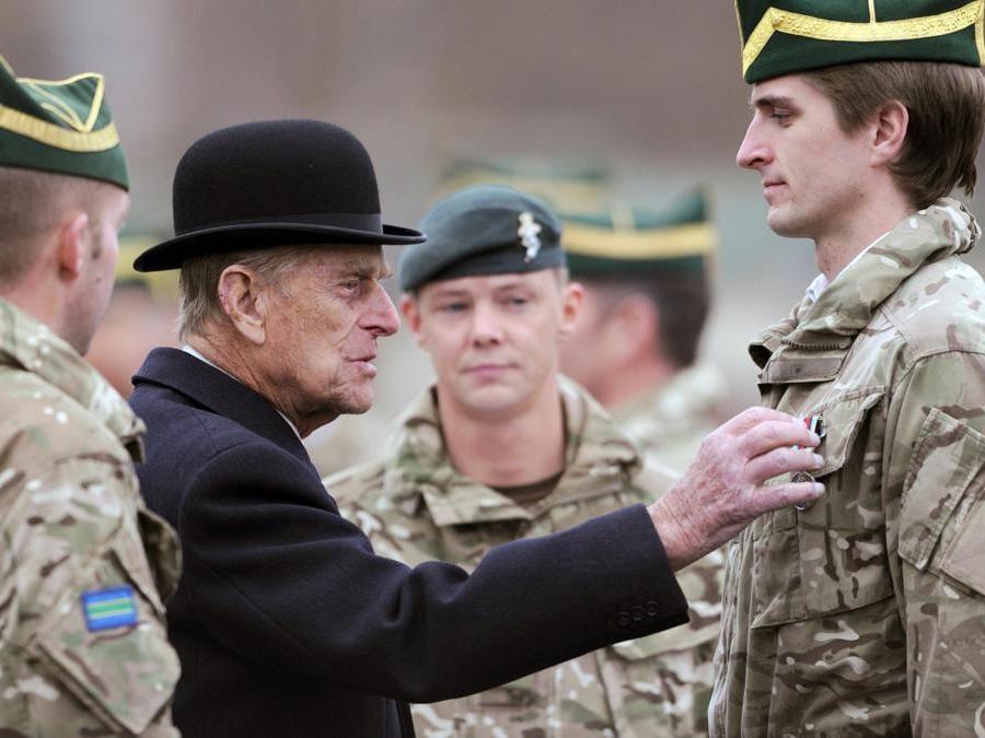 l principe Filippo della Gran Bretagna, Duca di Edimburgo  visita il reggimento di carri armati degli ussari reali della regina a Paderborn, in Germania (Ansa/Caroline Siedel)