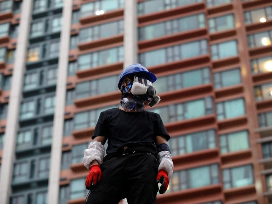 Barricate e scontri tra manifestanti e polizia a Hong Kong, 25 agosto  2019 (REUTERS/Willy Kurniawan)