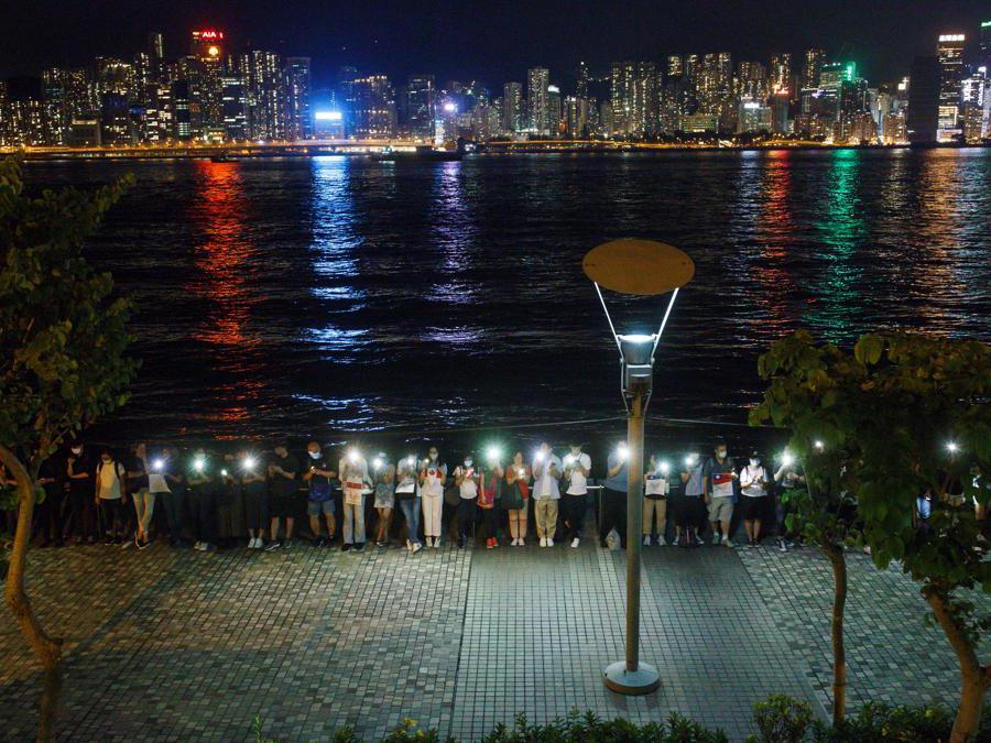 Una catena umana per chiedere riforme politiche a Mongkok, Hong Kong il 23 agosto 2019 (REUTERS)r