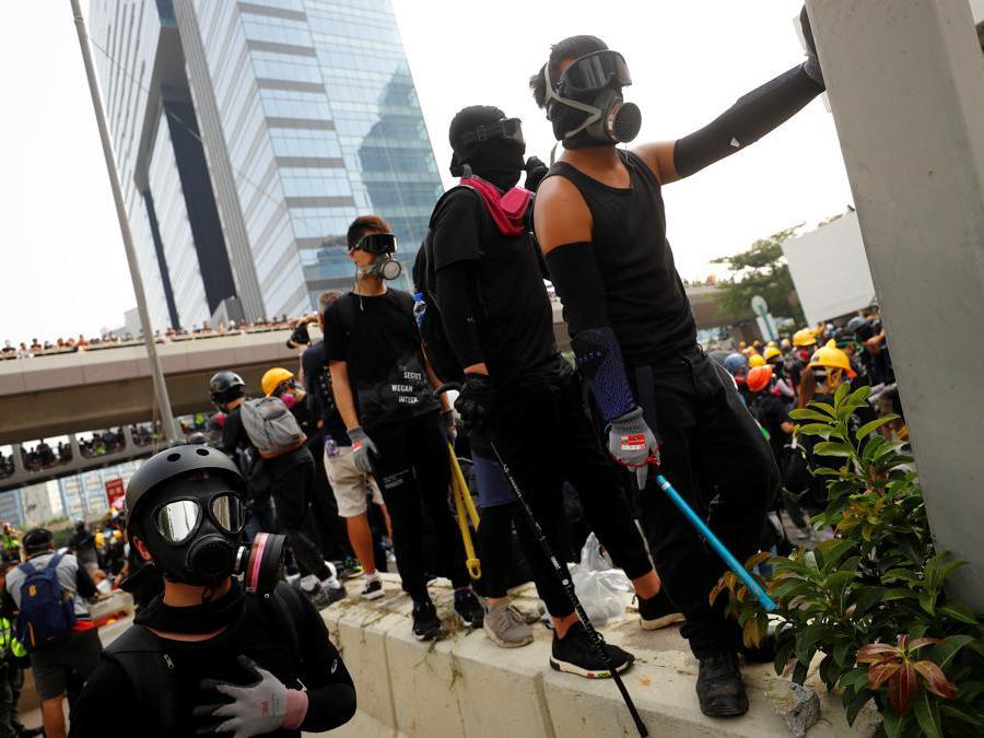 Proteste e scontri tra manifestanti e polizia a Hong Kong, 24 agosto  2019 (REUTERS)