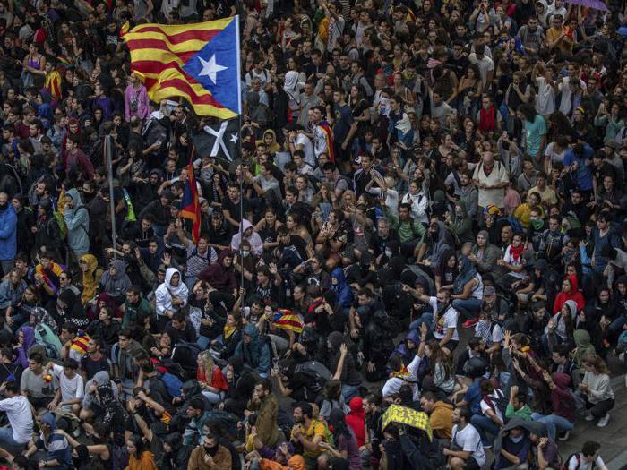Catalogna: manifestanti a piedi da Barcellona all'aeroporto