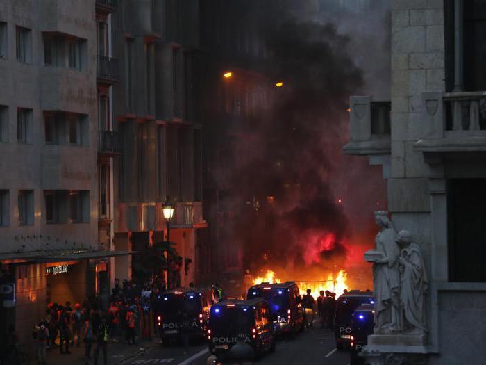Catalogna, scontri e incidenti a Barcellona