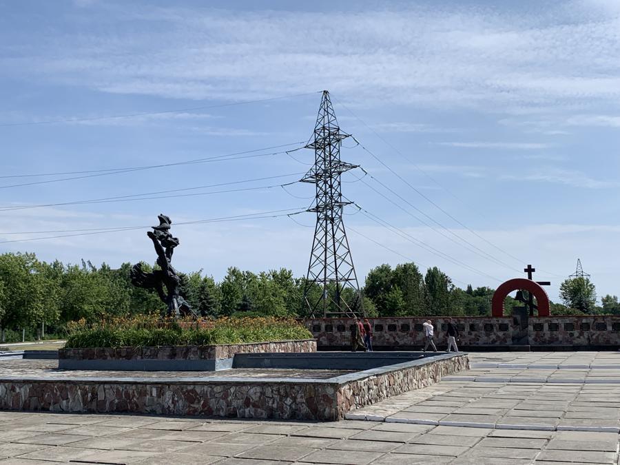 """Il monumento alle prime vittime, pompieri e """"«iquidatori»"""