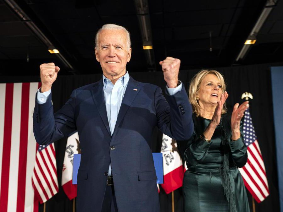 Joe Biden  insieme a sua moglie Jill Biden. EPA/JIM LO SCALZO