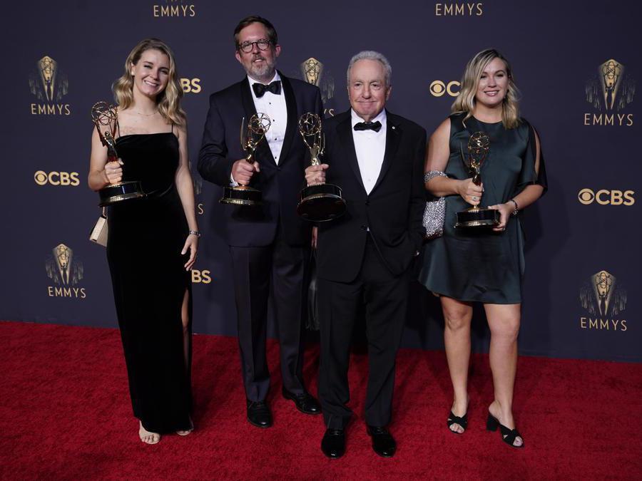Lorne Michaels, seconda a destra per «Saturday Night Live» (AP Photo/Chris Pizzello)