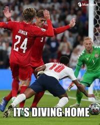 """Euro2020, il rigore all'Inghilterra e il """"tuffo"""" di Sterling: meme virali sui social"""