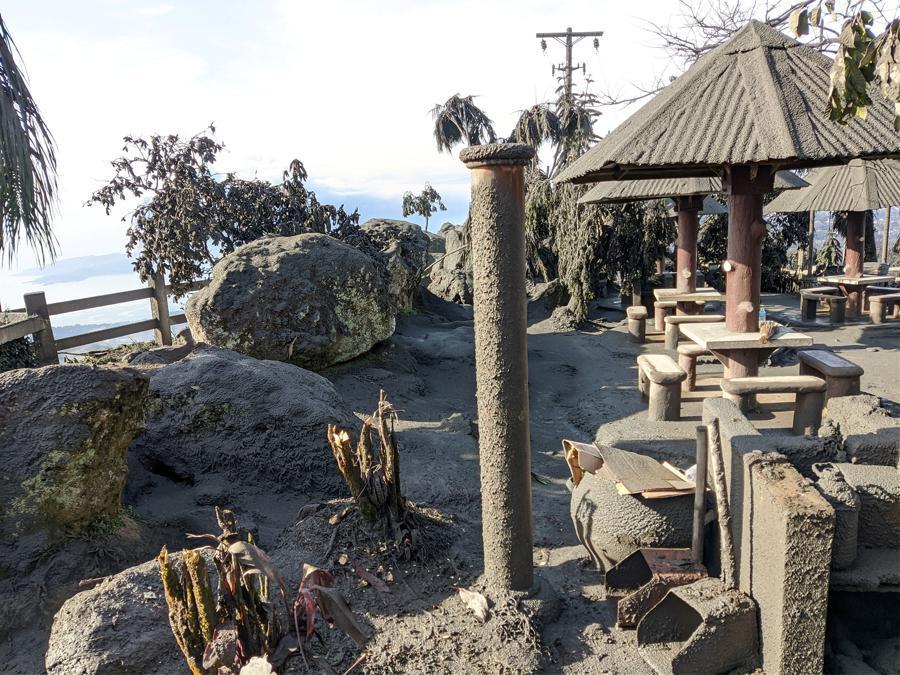 La cenere dopo l'eruzione del vulcano Taal  nella città di Tagaytay, Cavite, Filippine. JEROME AUSTRIA ABUAN /via REUTERS