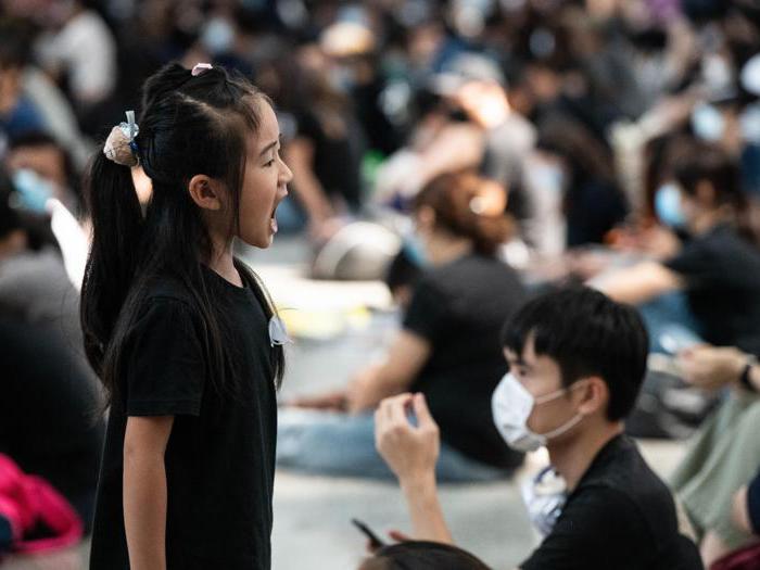 Hong Kong, aeroporto chiuso per il secondo giorno consecutivo