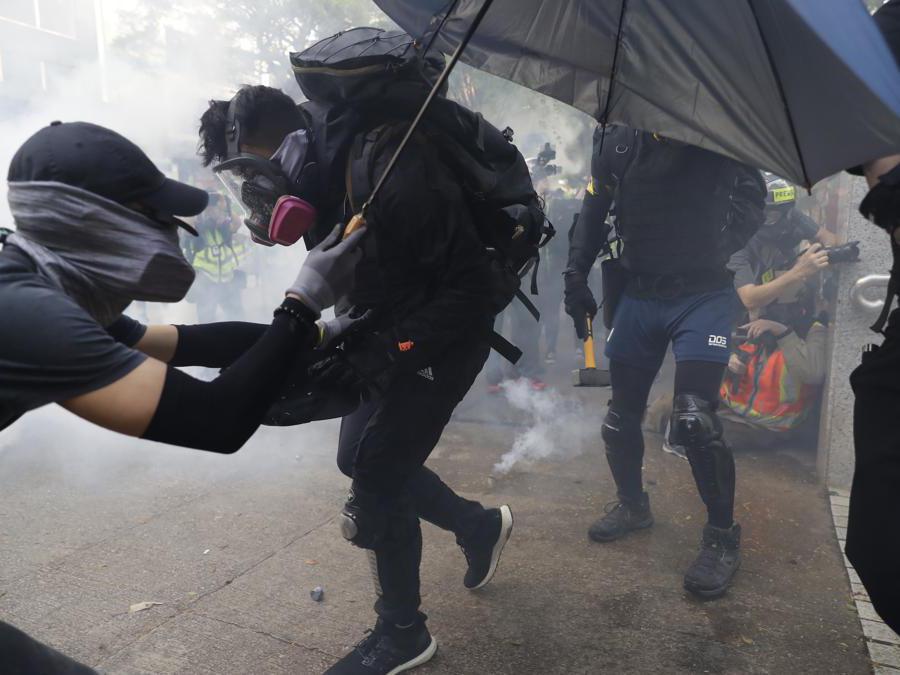 (AP Photo//Mark Schiefelbein)