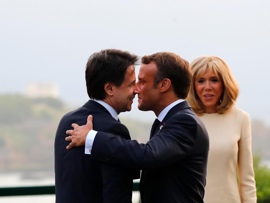 Giuseppe Conte, Emmanuel Macron e  sua moglie Brigitte   (Francois Mori/Pool/Afp)