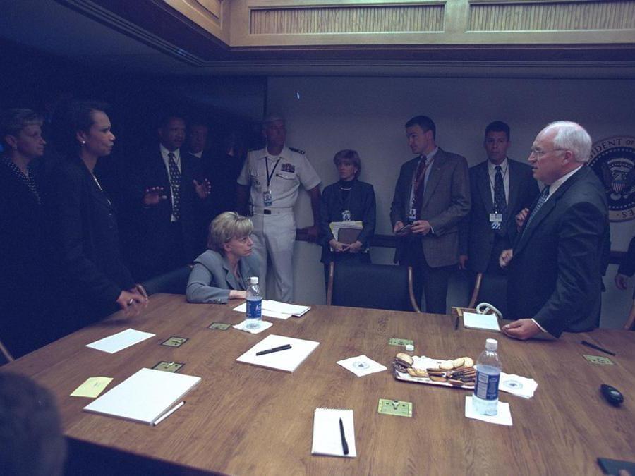 La riunione d'emergenza nel PEOC dopo gli attentati alle Torri Gemelle