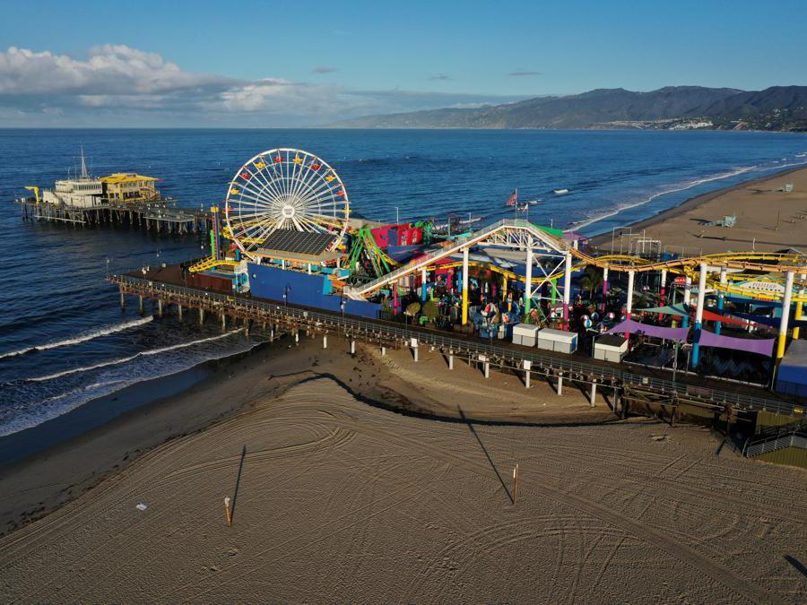 Il molo di Santa Monica, California (REUTERS/Lucy Nicholson)