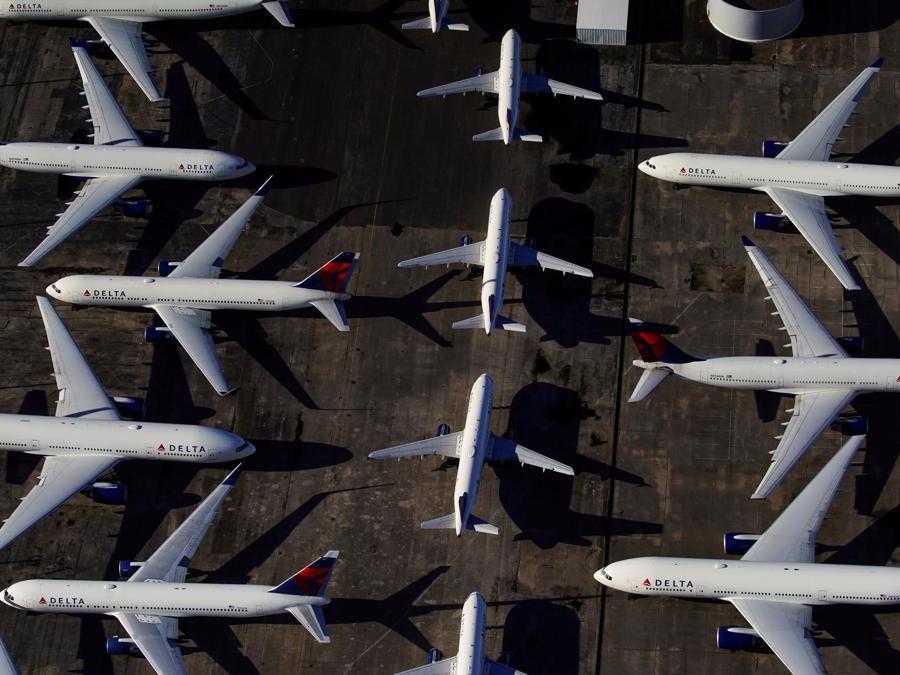 Aeroporto di Birmingham, Alabama, aerei della Delta Air Lines fermi (REUTERS/Elijah Nouvelage)