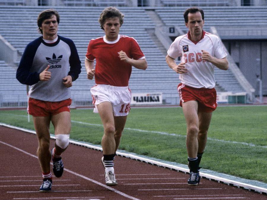 Vasily Rats, Alexander Zavarov e Igor Belanov in una sessione di allenamento della nazionale di calcio sovietica