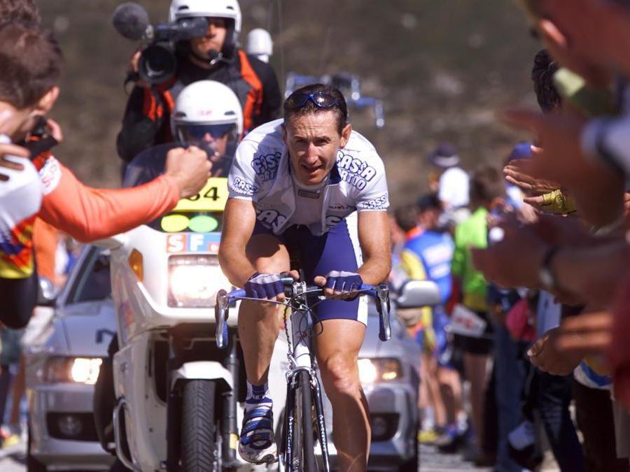 Il ciclista russo  Dimitri Konychev al Tour de Suisse nel giugno 2001  AFP PHOTO EPA/KEYSTONE/ALESSANDRO DELLA VALLE