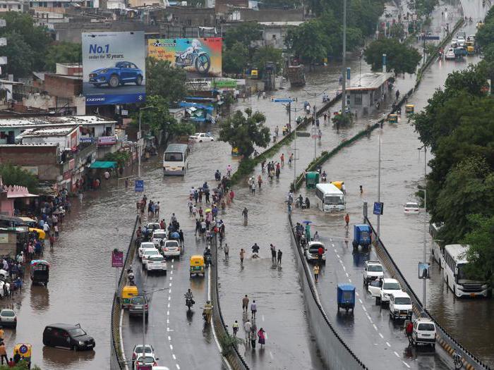 India: oltre cento morti per le inondazioni monsoniche